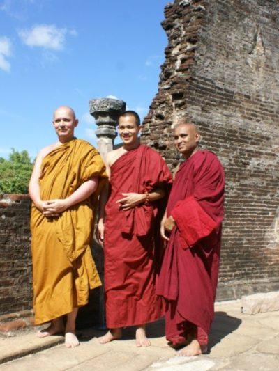 Благословение для сайта  «МИР Тхеравады»  от Бханте Топпера Панньяавудхо Тхеры